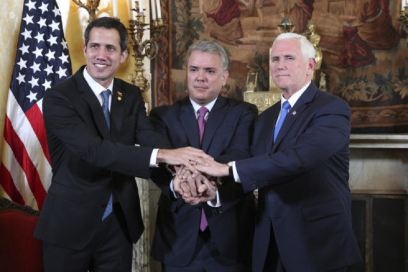 """Self-Declared Venezuelan """"Interim President"""" Juan Guaido (L), Colombian President Ivan Duque (C) and US Vice President Mike Pence (R) stand side by side in Bogota, Colombia"""